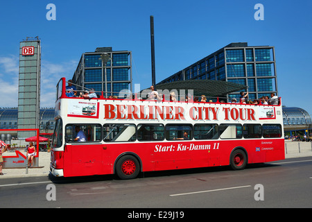 sightseeing tour by bus in berlin bus in front of the brandenburg stock photo 40043702 alamy. Black Bedroom Furniture Sets. Home Design Ideas