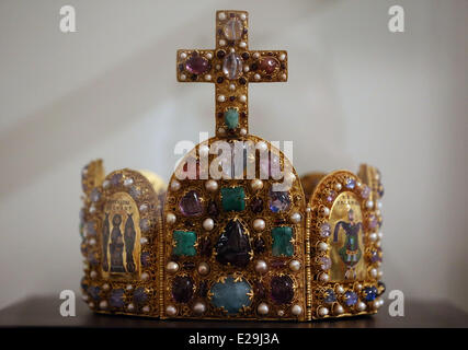 Aachen, Germany. 16th June, 2014. The imperial crown is on display in the coronation room at city hall in Aachen, - Stock Photo