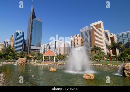 United Arab Emirates, Abu Dhabi emirate, Abu Dhabi city, fountains in the Capital Garden Park - Stock Photo