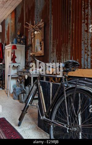 France, Morbihan, Baden, Le Val de Brangon, guest house top of the range, antique dealer's objects - Stock Photo
