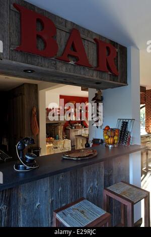 France, Morbihan, Baden, Le Val de Brangon, guest house top of the range, counter of bar - Stock Photo
