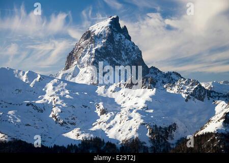 France, Pyrenees Atlantiques, Fabreges, Gabas, Parc National des Pyrenees, Pic du Midi d'Ossau (2884m), seen from - Stock Photo
