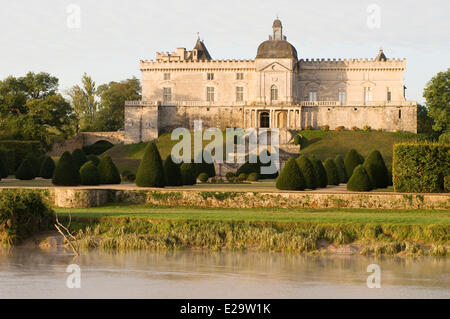 France, Gironde, Vayres, garden and castle of Vayres in the sunrise of the sun and the morning mists on the river - Stock Photo