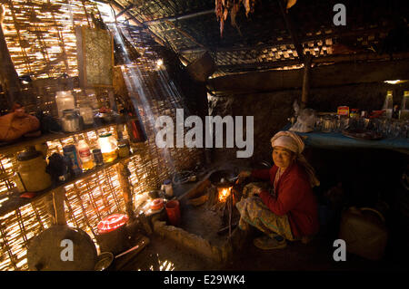 Nepal, Sagarmatha Zone, Khumbu Region, trek of the Everest Base Camp, Bupsa, tea shop - Stock Photo