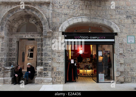 Israel, Jerusalem, holy city, Mamilla street opened in 2012, offering shops and art galleries to the Jaffa Gate - Stock Photo