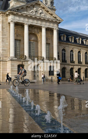 France, Cote d'Or, Dijon, palace of the dukes of Burgundy and the united states on Liberation square - Stock Photo