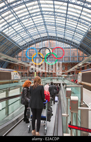 United Kingdown, London, King's Cross area, the Eurostar St Pancras, Barlow Hall and the Olympic rings of Olympics - Stock Photo