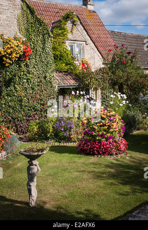 Colourful cottage front garden in UK - Stock Photo