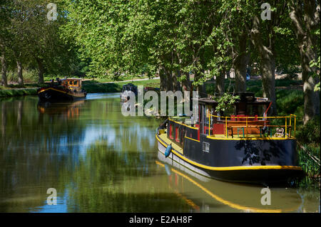 France, Aude, Navigation on the Canal du Midi, listed as World Heritage by UNESCO, barge - Stock Photo
