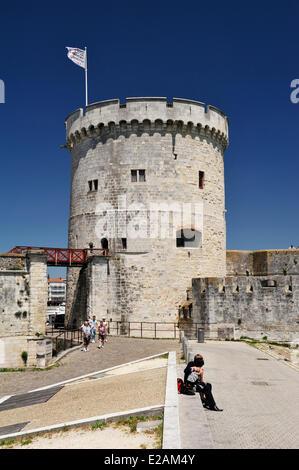 France, Charente Maritime, La Rochelle, tour de la Chaine (Chain tower) in the old port - Stock Photo