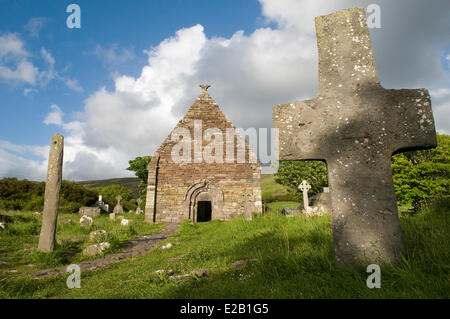 Ireland, County Kerry, Dingle Peninsula, Kilmalkedar church of the 12th century, ogham stone breakthrough - Stock Photo