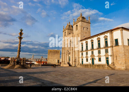 Portugal, Norte Region, Porto, historical center listed as World Heritage by UNESCO, the cathedral Se, Terreiro - Stock Photo