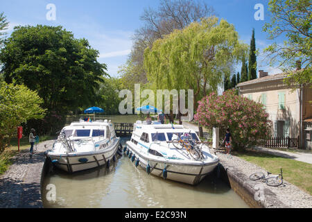 France, Aude, Castelnaudary, navigation on the Canal du Midi, listed as World Heritage by UNESCO, the lock Saint - Stock Photo