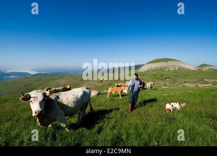 France, Lozere, Les Bondons, the puech and farmer Andre Julhan - Stock Photo
