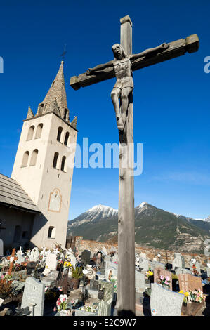 France, Hautes Alpes, Puy Saint Pierre, church and cemetery - Stock Photo