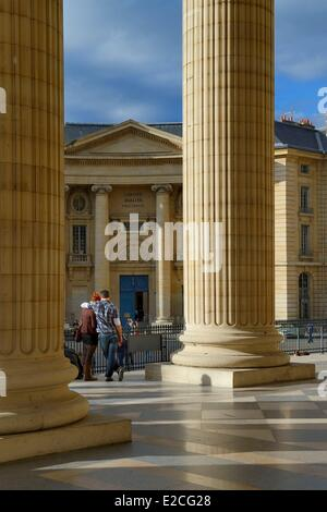 France, Paris, the Corinthian columns of the pediment of the Pantheon, the entrance of the Faculty of Law in the - Stock Photo