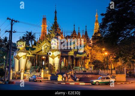 Myanmar (Burma) Yangon divison Yangon Kandawgyi District the northern entrance to Shwedagon Pagoda - Stock Photo