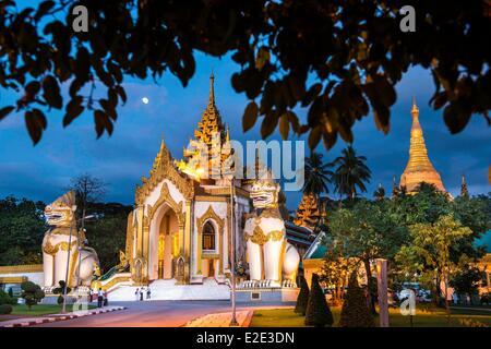 Myanmar (Burma) Yangon divison Yangon Kandawgyi District People's Park Shwedagon Paya avenue Shwedagon Pagoda the - Stock Photo