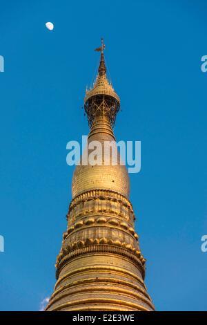 Myanmar (Burma) Yangon division Yangon district of Kandawgyi Shwedagon Pagoda (Paya Shwedagon) - Stock Photo