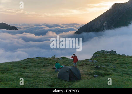 France, Ariege, Sentein, Couserans, Biros valley, on the GR10 footpath, hikers camp near the Araing lake mountain - Stock Photo