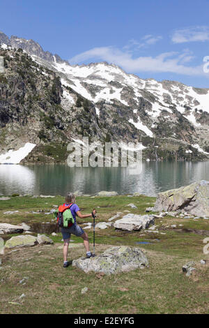 France, Hautes Pyrenees, Aragnouet, hiker on the GR10 footpath near Aubert lake, in the Neouvielle massif - Stock Photo