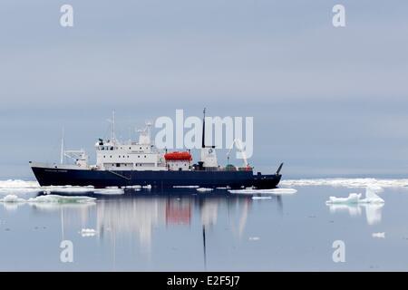 Russia, Chukotka autonomous district, Wrangel island, Pack ice, Spirit of Enderby, Professor Khromov - Stock Photo
