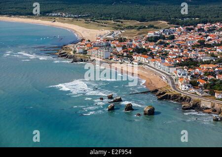 France, Vendee, Saint-Hilaire-de-Riez, the Cinq pineaux and Sion beach (aerial view) - Stock Photo