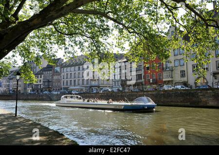 France, Alsace, Bas Rhin, Strasbourg, the banks of Ill River, Quai des Bateliers - Stock Photo