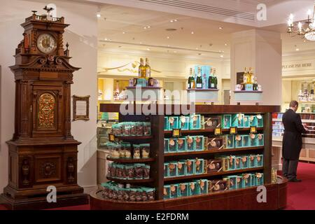 United Kingdom London Piccadilly Fortnum & Mason was founded in 1707 by William Fortnum and Hugh Mason department - Stock Photo