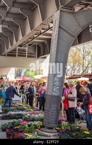 Germany, Hamburg, Eppendorf district, Isemarkt market under the Skytrain - Stock Photo