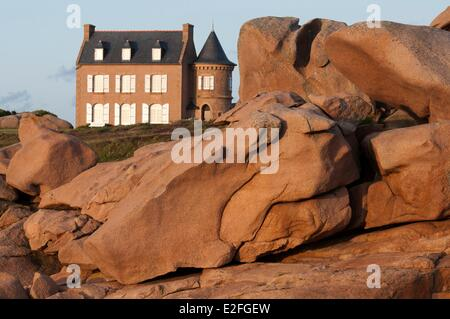 France, Cotes d'Armor, Ploumanac'h, Pink Granite Coast, house at the tip of Squewel - Stock Photo