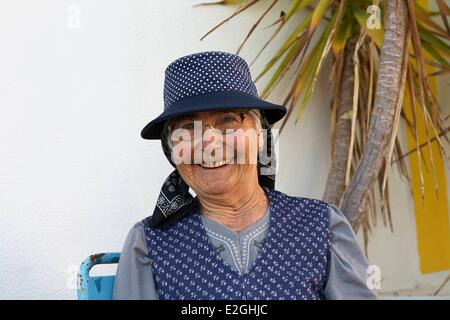 Portugal Algarve Furnazinhas Old lady in traditional dress - Stock Photo