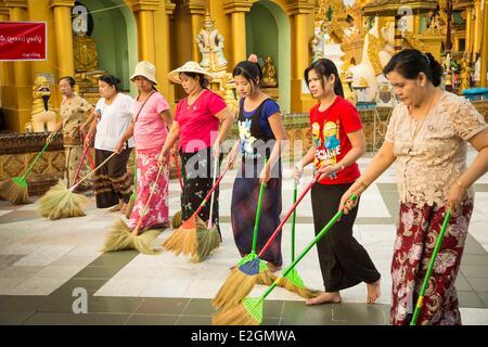 Myanmar (Burma) Yangon Division Yangon Shwedagon Pagoda women lining up to clean floor of pagoda compound - Stock Photo