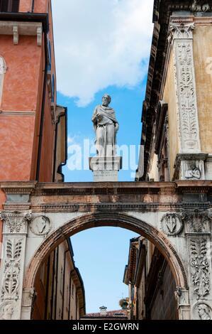 Italy Veneto Verona listed as World Heritage by UNESCO Piazza dei Signori (or Piazza Dante) statue of Gerolamo Fracastoro - Stock Photo