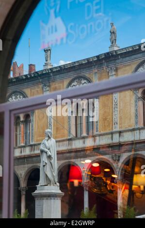 Italy Veneto Verona listed as World Heritage by UNESCO Piazza dei Signori (or Piazza Dante) statue of Dante Alighieri - Stock Photo
