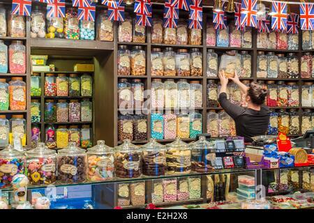 United Kingdom Warwickshire Stratford-upon-Avon candy shop Mr Simms Olde Sweet Shoppe - Stock Photo