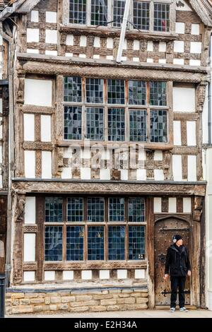 United Kingdom Warwickshire Stratford-upon-Avon High Street Garrick Inn pub set in a half-timbered house 16th century - Stock Photo