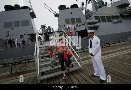 Vancouver, Canada. 19th June, 2014. Local residents tour around the USS Decatur in Vancouver, Canada, June 19, 2014. - Stock Photo