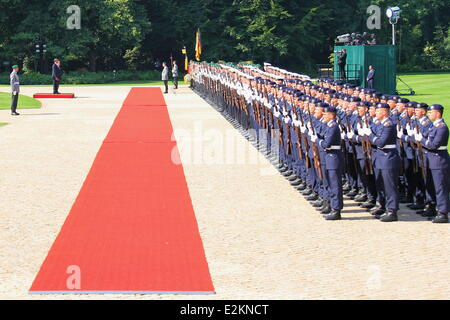 Atmosphere at Schloss Bellevue Berlin. It is President Obama's first visit to Berlin and he is due to deliver a - Stock Photo