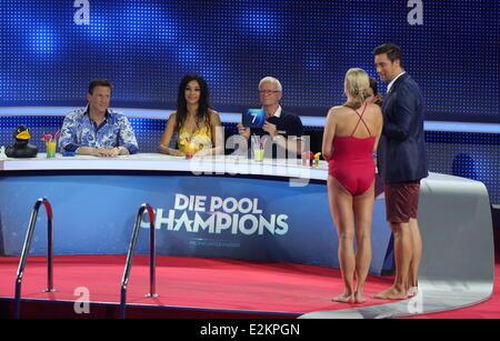Magdalena brzeska on german rtl tv show 39 die pool for Pool show tv