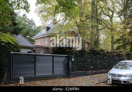 general view of til schweiger 39 s house in hamburg where. Black Bedroom Furniture Sets. Home Design Ideas