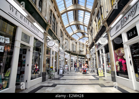 The Royal Arcade, Worthing town centre, West Sussex. Built in 1925, Renovated 1999. - Stock Photo