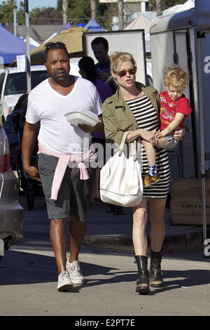 Terrific Julie Bowen Enjoys A Day At A Local Farmers Market In Studio City Hairstyles For Men Maxibearus