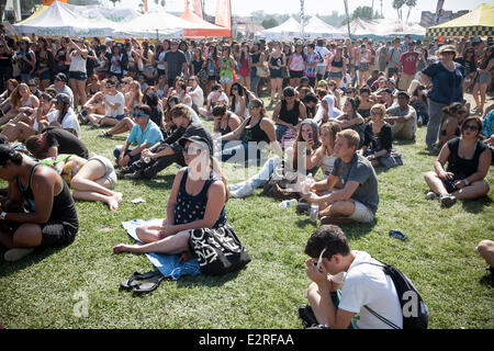 Pomona, CA, USA. 20th June, 2014. Fans at the Vans Warped Tour. Thousands of young alternative music fans turned - Stock Photo