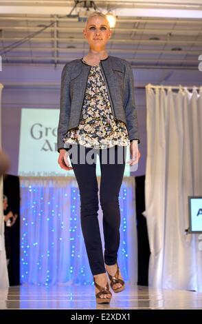 Victoria's Secret Fashion Show 2013: Snow Angel Behati 10