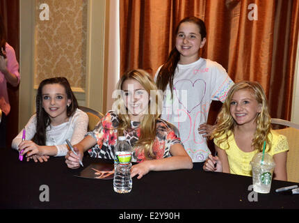 Paige hyland and chloe lukasiak dance moms and their kids take a cast members of the reality show dance moms attend a meet and greet at m4hsunfo