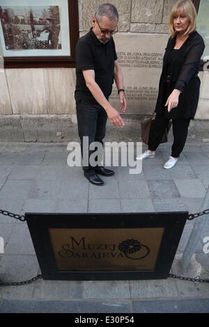 (140621) -- SARAJEVO, June 21, 2014 (Xinhua)-- Two visitors stand in front of the position where Gavrilo Princip - Stock Photo