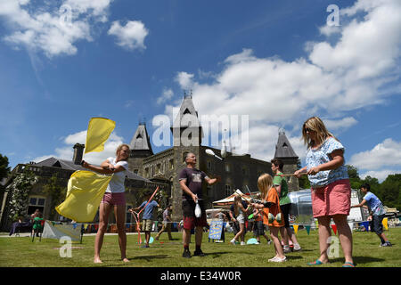 Llandeilo, Wales, UK. 22nd June, 2014. On a scorching June day temperatures reach the mid 20's. People enjoy themselves - Stock Photo