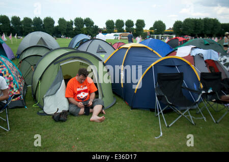 Wimbledon London, UK. 22nd June 2014. The first  fans arrive with tent equipment and sleeping mattresses to queue - Stock Photo