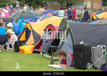 Wimbledon Park, London, UK. 22nd June, 2014. Tennis enthusiasts camp in Wimbledon Park overnight hoping to get a - Stock Photo
